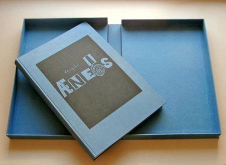 Klappkasten und Buch