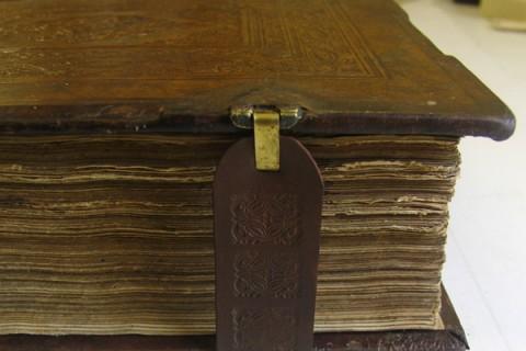 Russische Bibel Reparatur